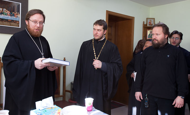 Hegumen Philaret (Bulekov) presents new books to the parish