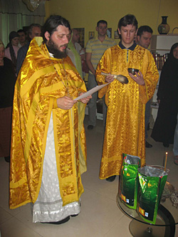 Consecration of the new crop of tea (performed by Fr Dionisy Pozdnyaev). Photos courtesy of Archpriest Dionisy Pozdnyaev